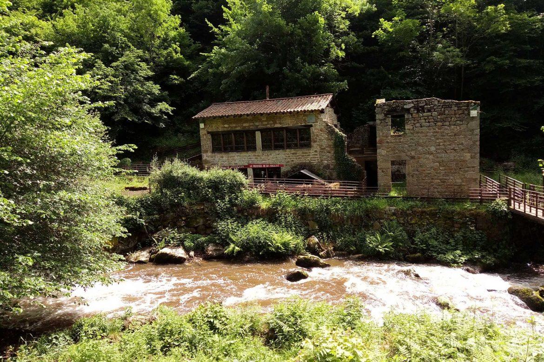 Moulin dans la Vallée des Rouets à Thiers
